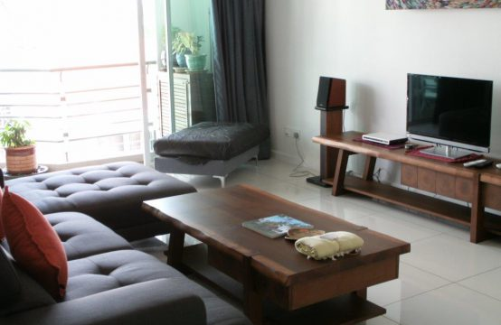 Top Floor 2 Bedroom Apartment with Sea View